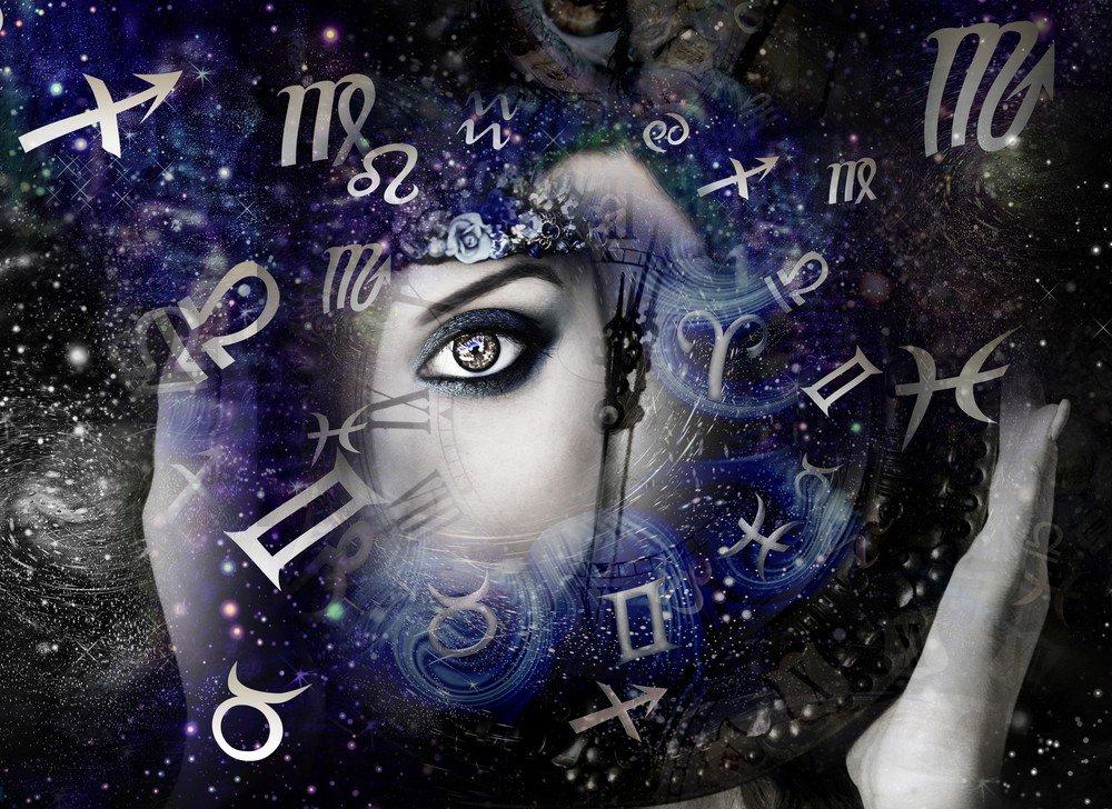 Horoskope: Foto: © Dzhulbee / shutterstock / #744624982